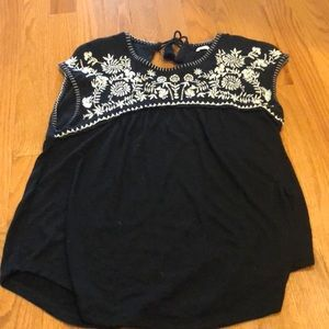 Loose Embroidered Cap Sleeve Top